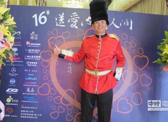 精湛建設總經理陳志聲發起「送愛心到人間」活動取代傳統尾牙宴,這項傳愛善舉已感染逾百家企業共襄盛舉。(圖/曾麗芳)